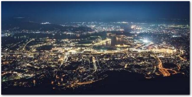 北九州福岡県北九州市の山の皿倉山からの夜景