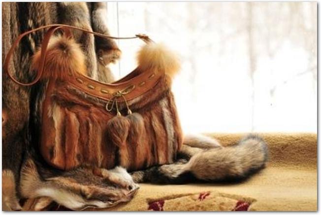 茶色のファーバッグ