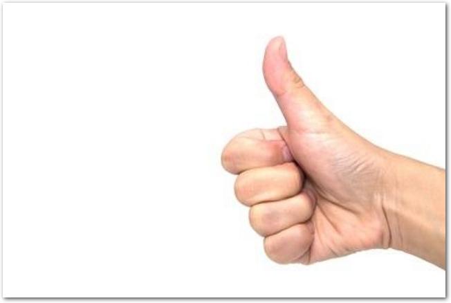 親指を立てたグッドのサイン